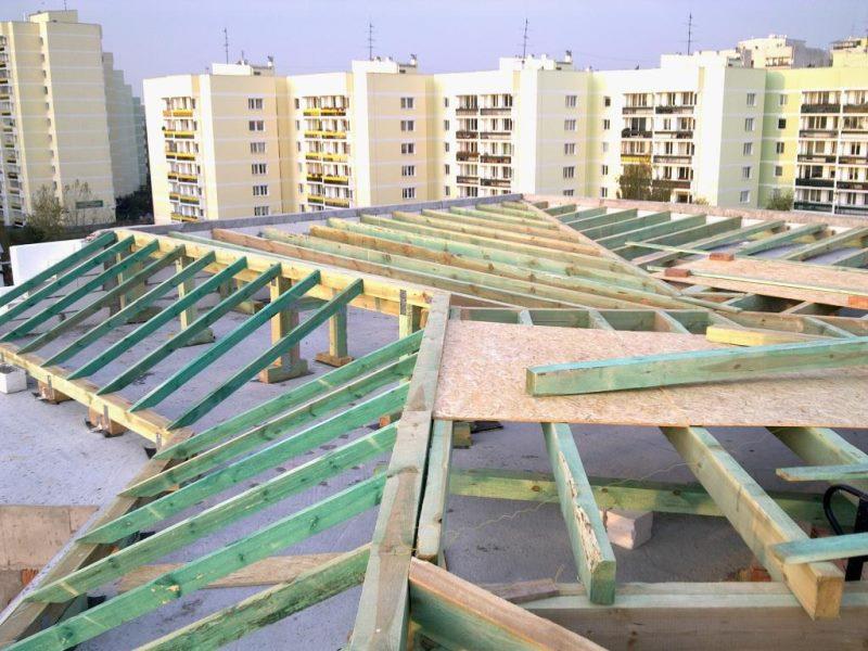 Proces budowy budynków - obraz dachu.